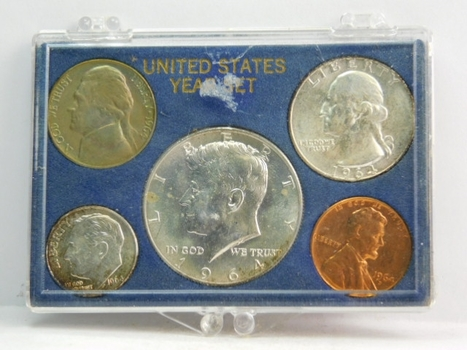 1984 United States Silver Mint Set in Plastic Snap Box