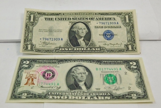 1976 US $2 First Day Cover (Livingston, NJ) Note-Beautiful Uncirculated Gem Condition & (1) 1935A $1 Dollar STAR NOTE EXCELLENT Condition-Currency Sleeve Encased