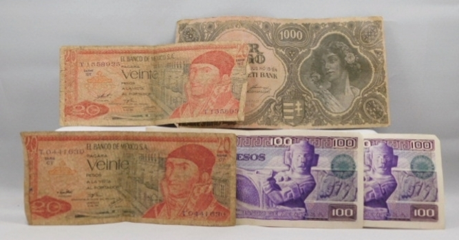 4 World Currency Notes