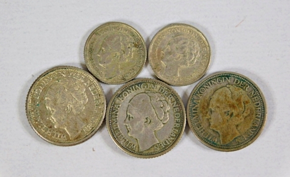 Lot of Five Netherlands Silver Coins*25 Cent: 1928, 1943, 1941* 10 Cents: 1941 and 1944
