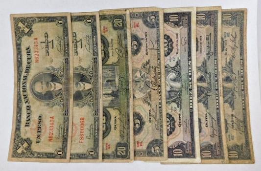 Lot of Seven Ecuador and Cuba Banknotes*Various Denominations