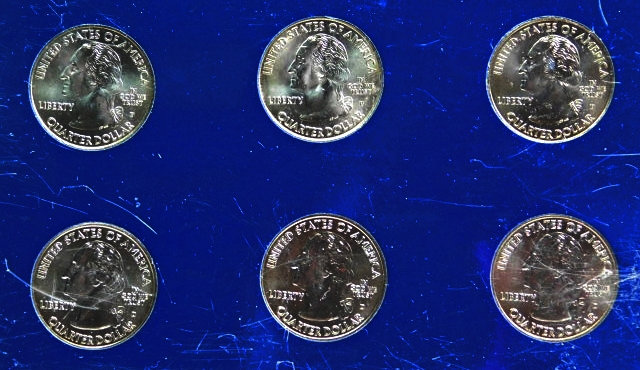 2000  U S UNCIRCULATED MINT SET   WITH D /& P /& MINTS /& STATE QUARTERS  20 COIN