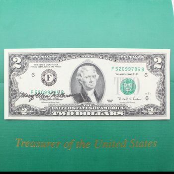 1995 $2 Federal Reserve Note Mary Ellen Withrow Signed in Folder